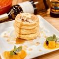 料理メニュー写真シダテールのメイプルシロップとカルピスバターのクラシックパンケーキ