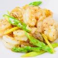料理メニュー写真天然海老と季節野菜の塩味炒め/天使海老の素揚げ(4尾)