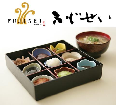 可愛らしいひと口もちと和食。一関地方の郷土料理でゆったりと過ごせる落ち着いた店。