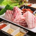【本場韓国の焼肉サムギョプサル】当店自慢の料理はなんといっても肉!分厚いお肉を豪快に焼いて!