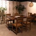 4名様向けのテーブル席。20名様以上で貸切宴会もOK!忘新年会、歓送迎会など各種宴会にご利用ください。