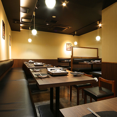 広々とした空間で韓国料理が味わえます。タッカンマリを囲んで飲み会すれば盛り上がること間違いなし!