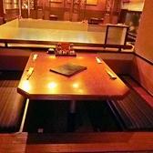 くつろげる掘りごたつ席は4名~16名まで対応。個室風に仕切られているので、ゆっくりと食事ができる!