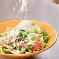 料理メニュー写真チーズたっぷりシーザーサラダ/チョレギサラダ