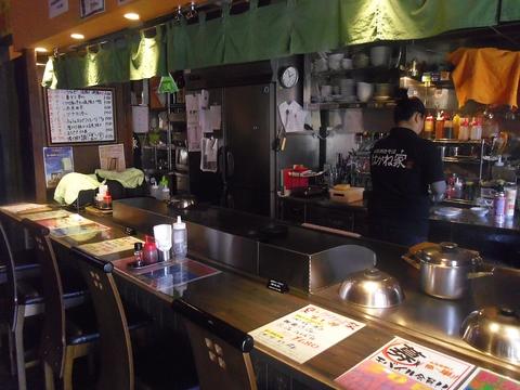 大阪風の本格焼きそばを楽しめる!厚い鉄板で焼くから魚もフワフワ。
