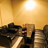 全席ソファで個室、テーブル席、カップルシートがございます。