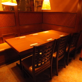 わいわい楽しめるテーブル席