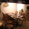 6名様向けのテーブル席。友人や職場の仲間との飲み会にオススメです。