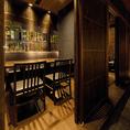 入口の扉が格子状になった半個室席。お隣のお客様を気にせず、落ち着いてご利用いただけるテーブル席です。良質な本格和食を季節感や趣を大切にしたお席でごゆっくりお過ごしください。