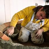 熟練の技術により造り上げられる薪窯