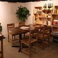 4名様向けのテーブル席。女子会や各種宴会時にはテーブルの移動・連結でお客様の人数に対応いたします。