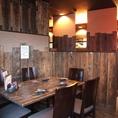 ウッド調の心地良さを間近で感じることが可能な、テーブル席での宴会利用も当店のおすすめです。2~6名様までご対応可能となっております