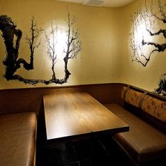 落ち着いた趣のある和空間。本格和食をゆったりとお楽しみいただけます。季節のお料理はもちろん、日本酒ソムリエが厳選したお料理との相性抜群の日本酒もご用意しております。