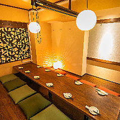 店内にはいたるところに桜が舞ってます。新横浜で完全個室居酒屋のご宴会/誕生日/記念日/女子会をお探しなら当店へ★※系列店舗との併設店舗となります【完全個室完備】