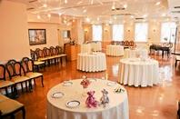結婚式の披露宴会場で