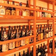 ボトルの多さは常連さんの証!1階にはキープボトルが!