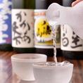 """【地酒も充実のラインナップ♪】利酒師の店主が""""とことん豚""""にピッタリの日本酒を各種、全国より集めました!!旨みと甘みがギュッとつまった""""とことん豚""""とご一緒に、お気に入りの一品を探してみてはいかがでしょうか。"""