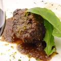 料理メニュー写真牛肉の赤ワイン煮  オレンジのグレモラータ