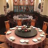 2階フロア~30名様向けご宴会個室イメージ10名様テーブル席2つと15名様円卓をつなげて35名様程度の個室空間を作ることが可能です。大人数会社の飲み会にピッタリ!!ご要望ございましたらご相談ください。出来る限りお応えします。