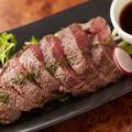 料理メニュー写真仙台牛クリ(腕肉)の炙り焼き 自家製赤ワインソースで