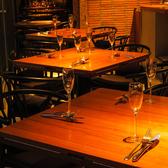 オープンフロアでスタイリッシュな店内♪会社の宴会や、歓送迎会、少人数の食事にも好評でございます♪♪