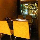 【テーブル半個室】オシャレなテーブル席は、仕切りがあるので周りを気にせずお食事出来ます。