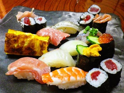 マグロが美味しい!そして店主の話が面白い!お腹も笑顔も一杯になれる寿司屋。