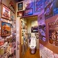 トイレまでも、、!ハリウッドのポスターや写真など、アメリカが詰まった空間です!