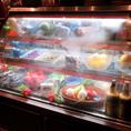 世界各地から送られる食材たちはこの冷蔵庫で保存されます。珍しい食材に出会えるかも♪