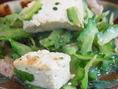 沖縄料理の定番ゴーヤチャンプルーから・・・