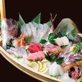それぞれの地域に行かないと食べることのできない魚介類や、ヘルシーフードとしても人気の高い鮮魚を中心に、新鮮な食材だからこそ日本人としてなじみのある「和食」に徹底しております。