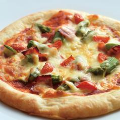 料理メニュー写真アスパラとベーコンのトマトピザ