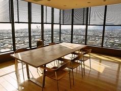 【完全個室】絶景を独占できる完全個室です。会合や接待、両家の顔合わせなど幅広いシーンでご利用いただけます。ルームチャージが発生いたしますので、ご了承ください。