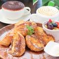 料理メニュー写真自家製バゲットの【フレンチトースト】~フルーツ盛り~
