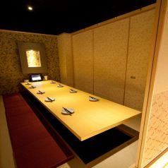 10名様前後のご宴会も完全個室でご用意致します。会社でのお集まりなど各種ご宴会におすすめのお席です。京急川崎駅から徒歩1分ですので、ご宴会のご利用に便利にお使いいただけます!コースメニューも種類豊富に取り揃えております。