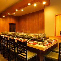 お寿司といえばカウンター席!目でも料理を楽しむことができます♪