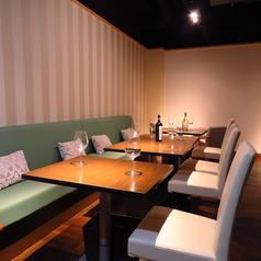 テーブル席は結合も可能♪2名席でのデート利用はもちろんのこと、パーティー・ご宴会にも利用いただけます★
