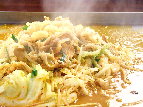 大阪鉄板焼きをレトロな雰囲気の店内で召し上がれ!