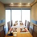 こちらのテーブル個室は6~8名様の顔合わせ利用に適しております。サザンテラスから注ぐ明るい日差しが、良い雰囲気を演出いたします。※ランチタイムは個室料無料!
