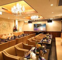 【ABANG】同ビル内に併設のゴージャスな完全個室です♪宴会にぴったりなカラオケ完備、美味しい料理が自慢です。※25~50名様収容可能