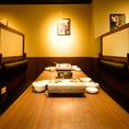 背もたれの高いボックスシートもご用意。マッコリやチャミスルなど韓国のお酒を手にゆっくりとおくつろぎください!