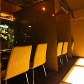 【テーブル半個室】光の回廊がある人気の『光の間』は、仕切りがあるので周りを気にせずゆっくりお食事が出来ます。