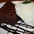 料理メニュー写真チョコレートブラウニーとアイスクリームのマリアージュ