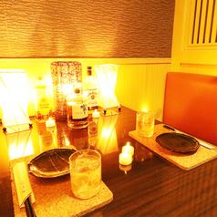 間接照明と豪華な装飾の数々が雰囲気を昇華♪ラグジュアリーな空間となっております!