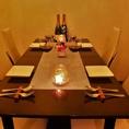 レースのカーテンに包まれたテーブル席はレストランディナーの雰囲気で...