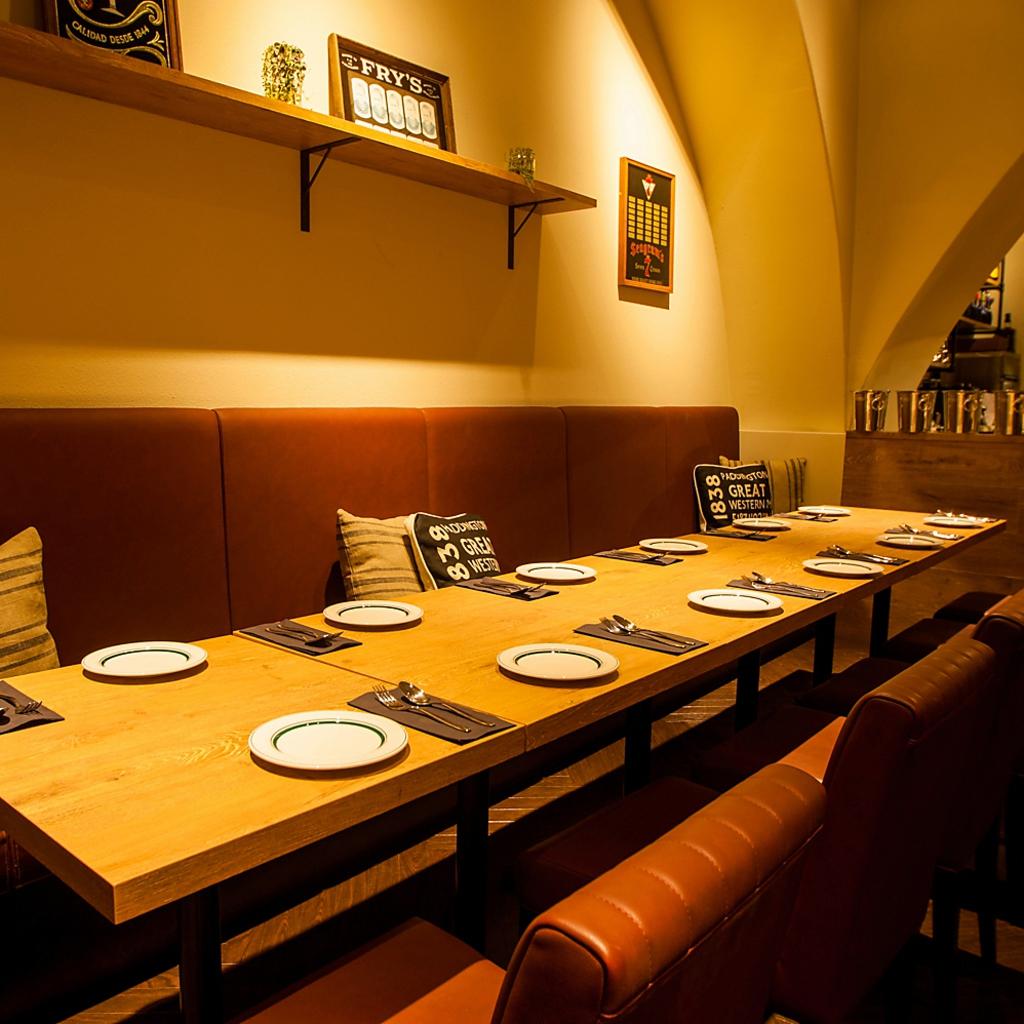 雰囲気抜群のテーブル席!女子会や会社の飲み会にも最適です♪♪