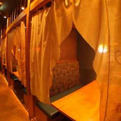 【半個室】カーテンで仕切れる半個室席は少人数飲みに人気のお席です♪