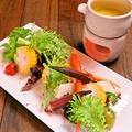 料理メニュー写真河合農場の旬野菜オーブン焼き盛り合わせ しらすのバーニャカウダソース