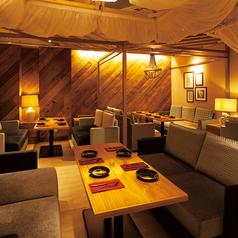 スペース貸切 20名様まで対応可能!リゾートホテルのラウンジをイメージしたソファ席は各種宴会にオススメです♪