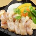料理メニュー写真幻の地鶏天草大王 地鶏の溶岩焼(中)